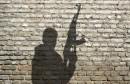 silhouette de milicien avec fusil d'assaut